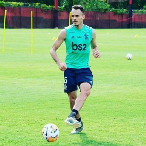 Em mensagem nas redes sociais, picoense Renê comemora volta aos treinos no Flamengo