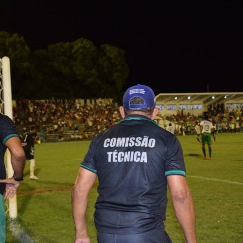 Técnicos continuam à espera de definições sobre volta do futebol