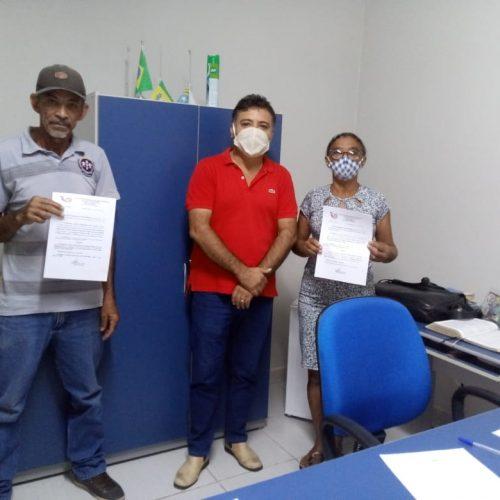 Após décadas de trabalho, servidores recebem portarias de aposentadoria em Vera Mendes
