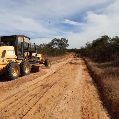 Trabalho avança e melhora as condições de trafegabilidade rural em Padre Marcos