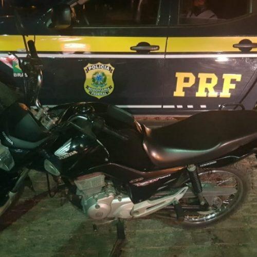 ALEGRETE   Motocicleta roubada em Pio IX é recuperada pela PRF e condutor é preso por uso de documento falso