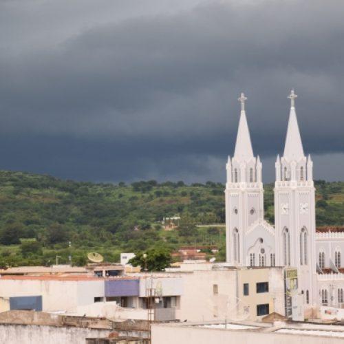 Em Picos, tempo muda e chuva já dura mais de 10 horas