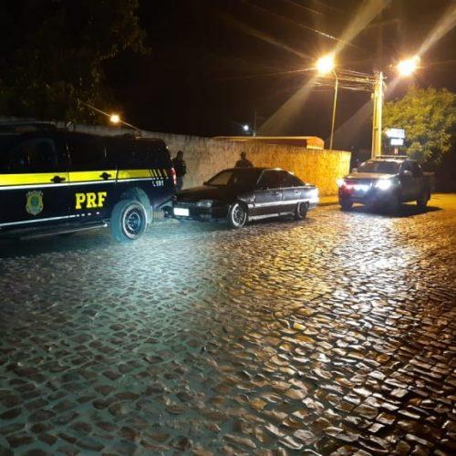 PRF prendem no Piauí home acusado de homicídio e corrupção de menores