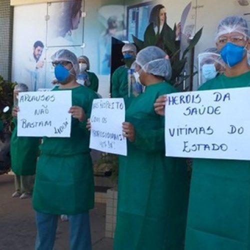 Profissionais de saúde em protesto pedem pagamento de salário em atraso em Floriano