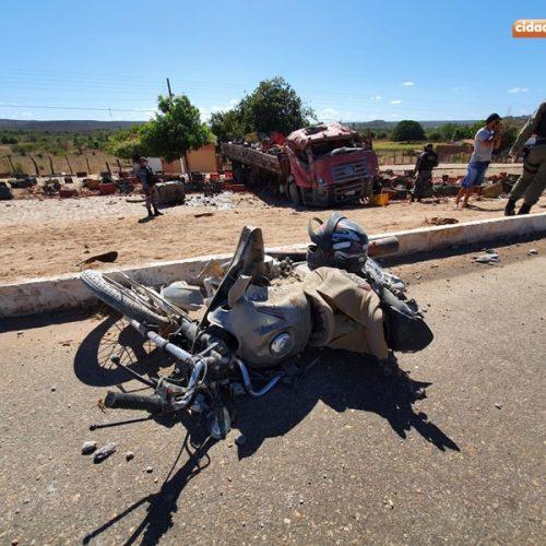 Grave acidente envolvendo caminhão deixa três vítimas fatais em Geminiano