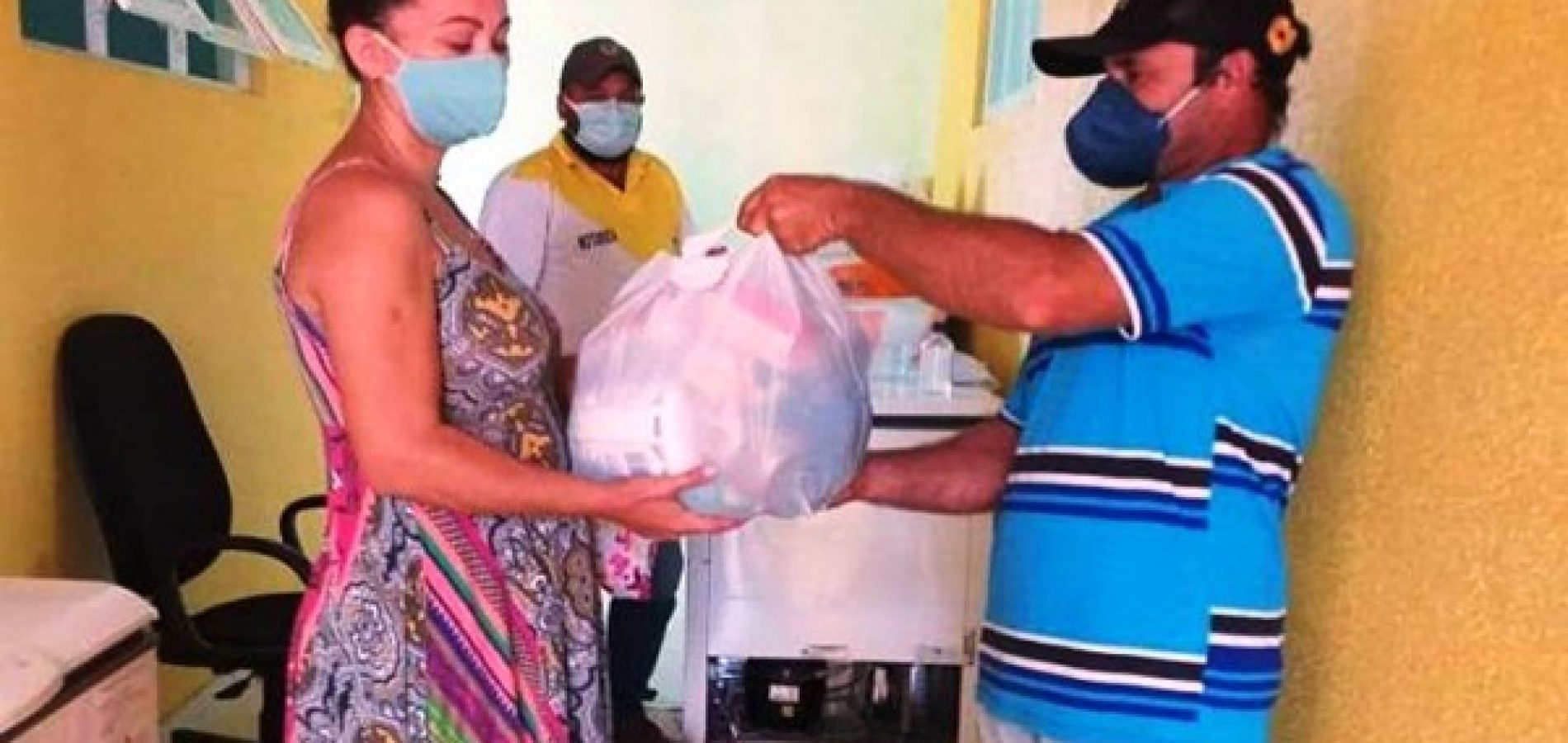 Educação de Caldeirão Grande do Piauí distribui kits de alimentação escolar para famílias de alunos