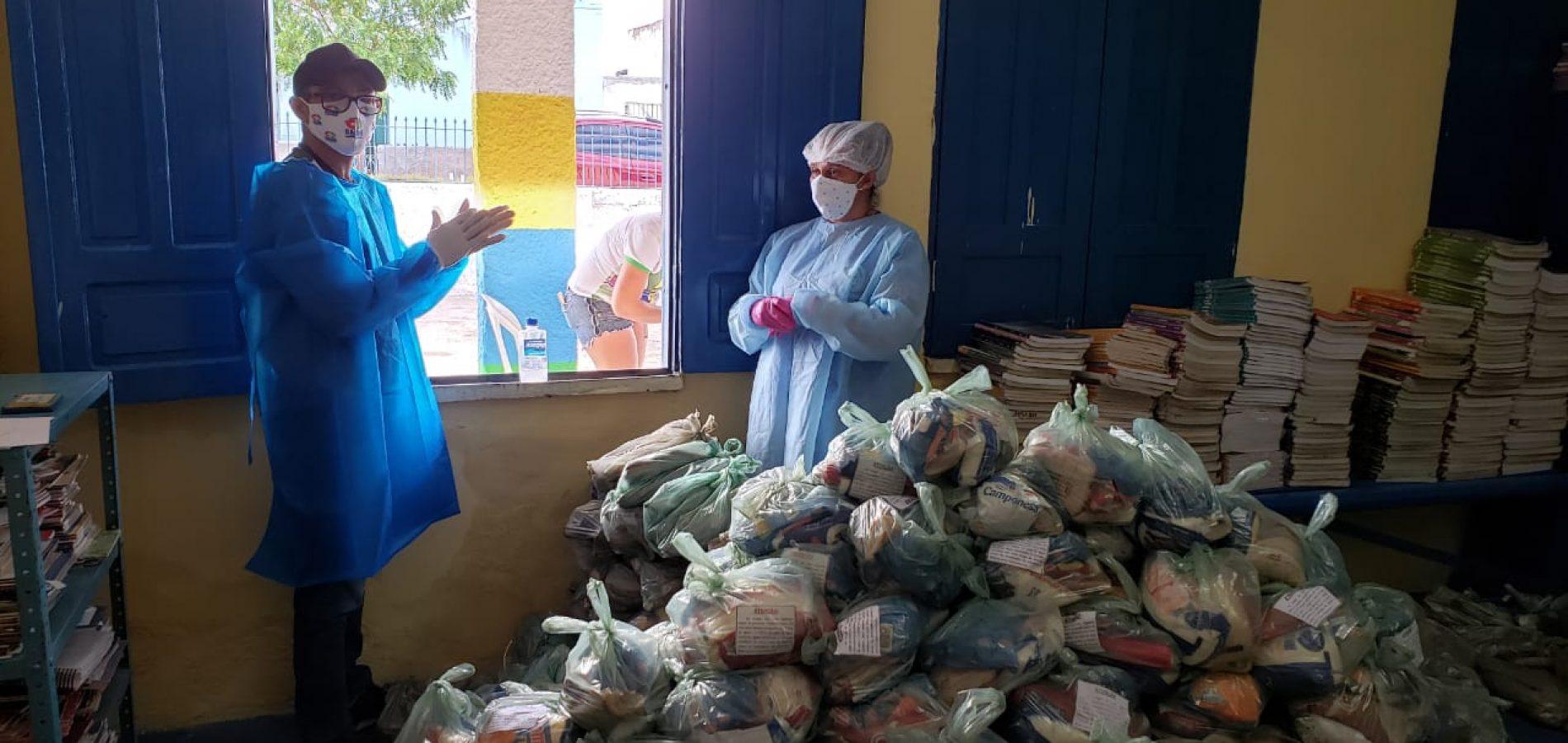 Secretaria de Educação de Monsenhor Hipólito distribui 1480 kits de alimentação escolar