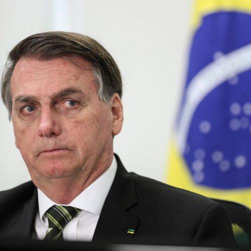 Bolsonaro lamenta quase 100 mil mortes por Covid-19, mas defende 'tocar a vida'