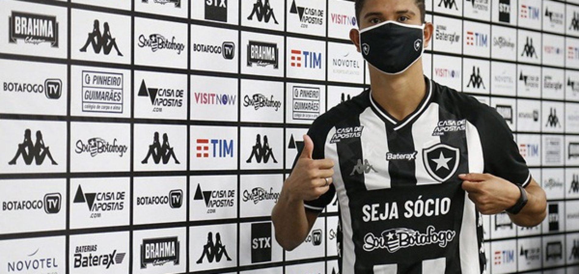 Lateral piauiense Kevin é apresentado como novo reforço do Botafogo