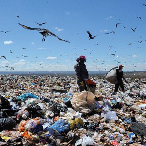 Metade das cidades brasileiras ainda despeja lixo a céu aberto