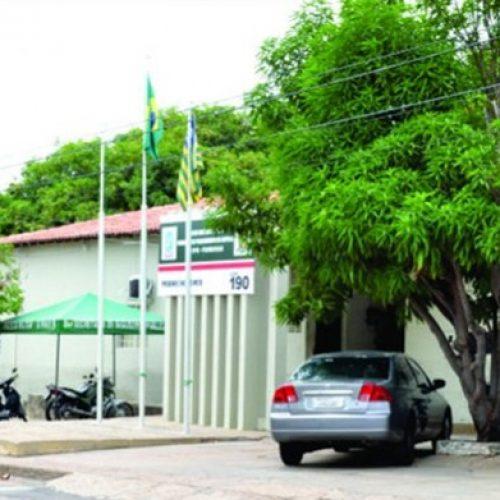 Criança perdida, deixada em quartel, é levada de volta para casa por policial no Piauí