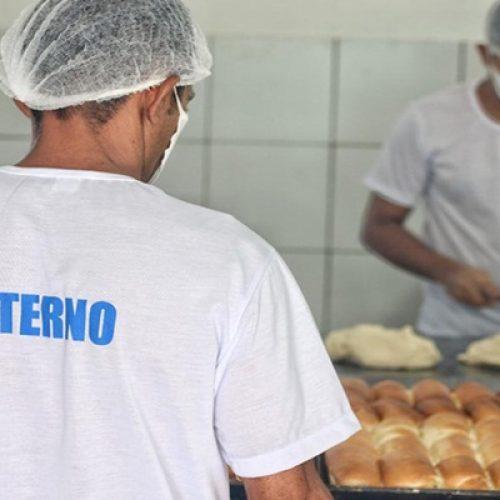 Detentos produzem 1800 pães por dia em penitenciária no Piauí