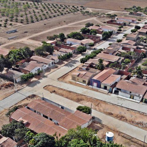 CAMPO GRANDE | Povoado é beneficiado com terraplanagem de estrada e pavimentação de ruas