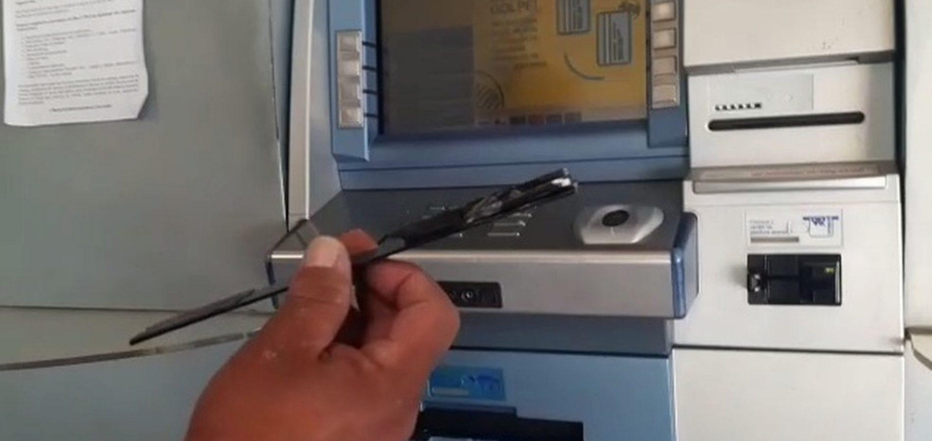 Policial descobre 'chupa cabra' ao tentar fazer saque em agência bancária no PI