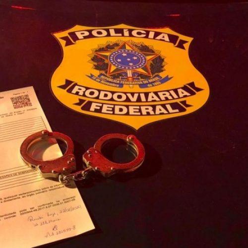PRF prende na BR-020 em Monsenhor Hipólito homem que estava foragido da Justiça do DF