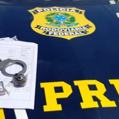 Em Picos, PRF flaga caminhoneiro com drogas e documento de carga falsificado
