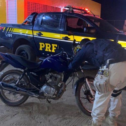 Em menos de 24h, PRF recupera motocicleta roubada e prende homem por receptação em Valença