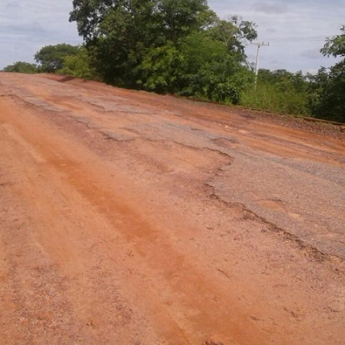Deputada Teresa Britto reclama da situação das estradas estaduais