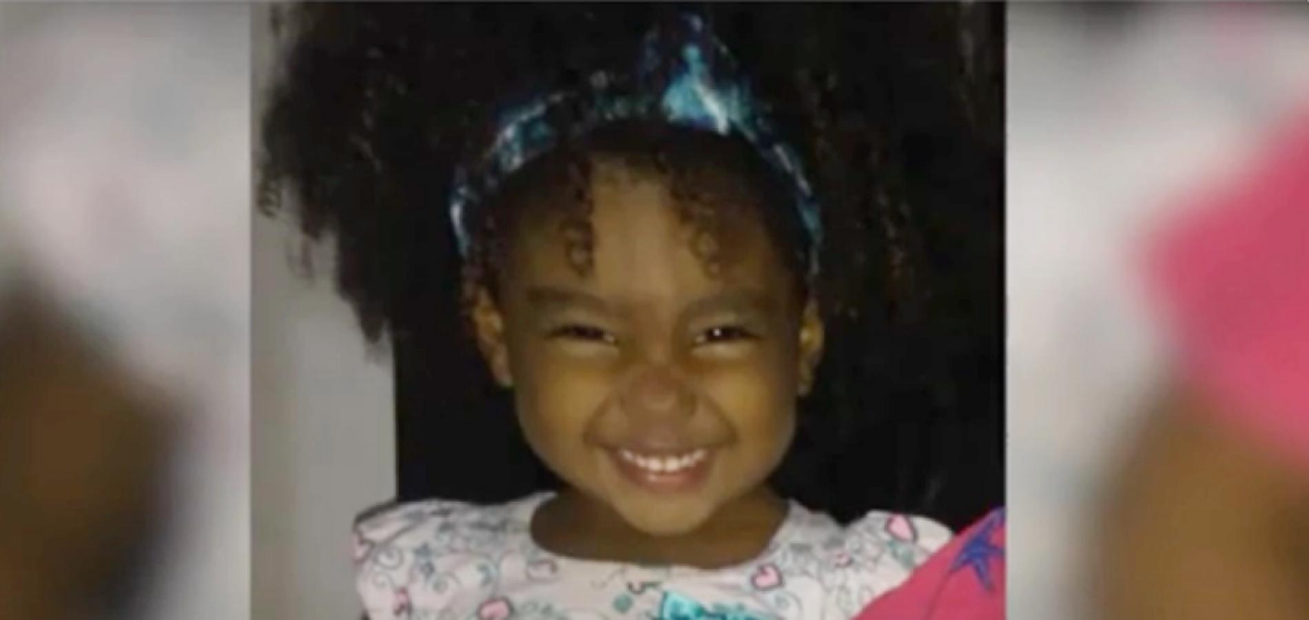 Comoção marca enterro de menina de 2 anos morta com um tiro na cabeça no Piauí