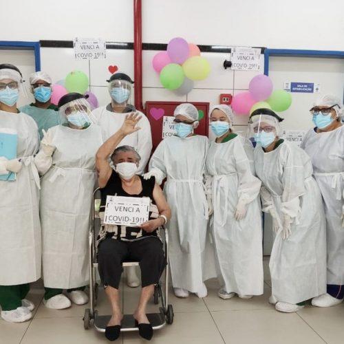 Idosa se recupera da Covid-19 no Piauí e agradece profissionais: 'uma família para mim'