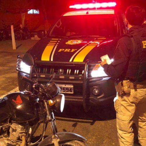PRF flagra condutor utilizando carteira de habilitação falsa em Alegrete do Piauí
