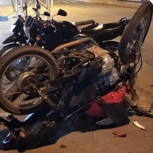 Homem colide em carro no Centro de Picos e motorista foge sem prestar socorro; vídeo com imagens fortes