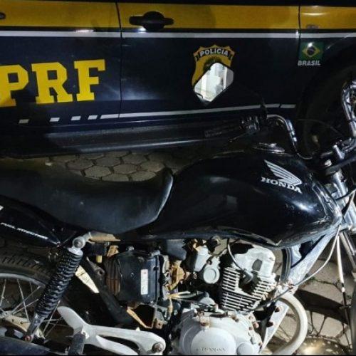 PICOS | Homem embriagado é preso pela PRF ao pilotar moto sem capacete e CNH