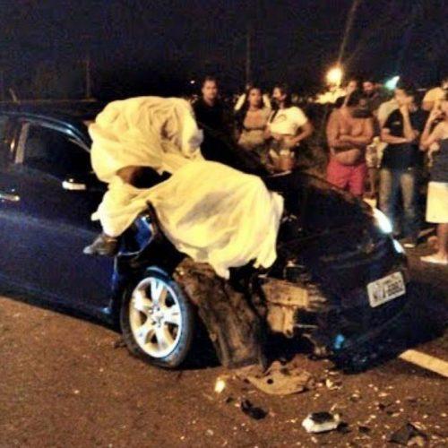 Colisão frontal entre carro e motocicleta deixa uma pessoa morta na BR-343