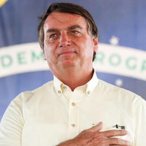 Bolsonaro passa por cirurgia e tem cálculo da bexiga removido