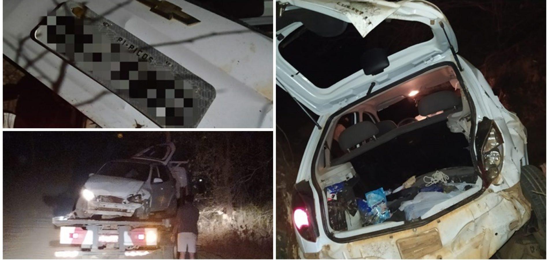 PICOS | Criminosos roubam carro e, ao fugirem da polícia, capotam veículo