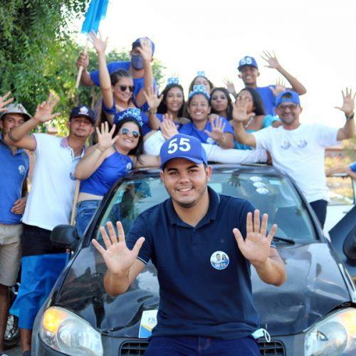 Filipe e Zulene realizam carreata em Caldeirão Grande do Piauí