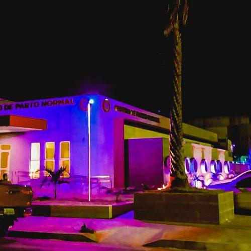 Hospital Regional Justino Luz ganha iluminação especial na campanha Outubro Rosa