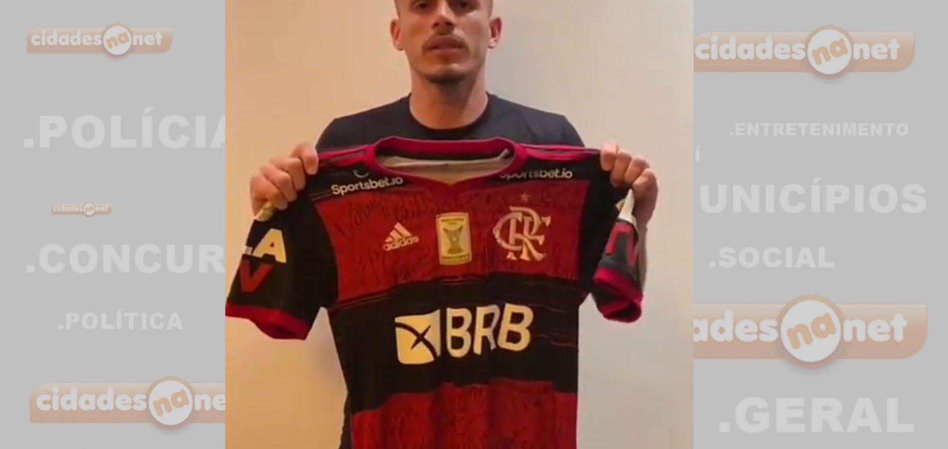 Renê doa camisa do Flamengo para ajudar Picos na retomada do Campeonato Piauiense