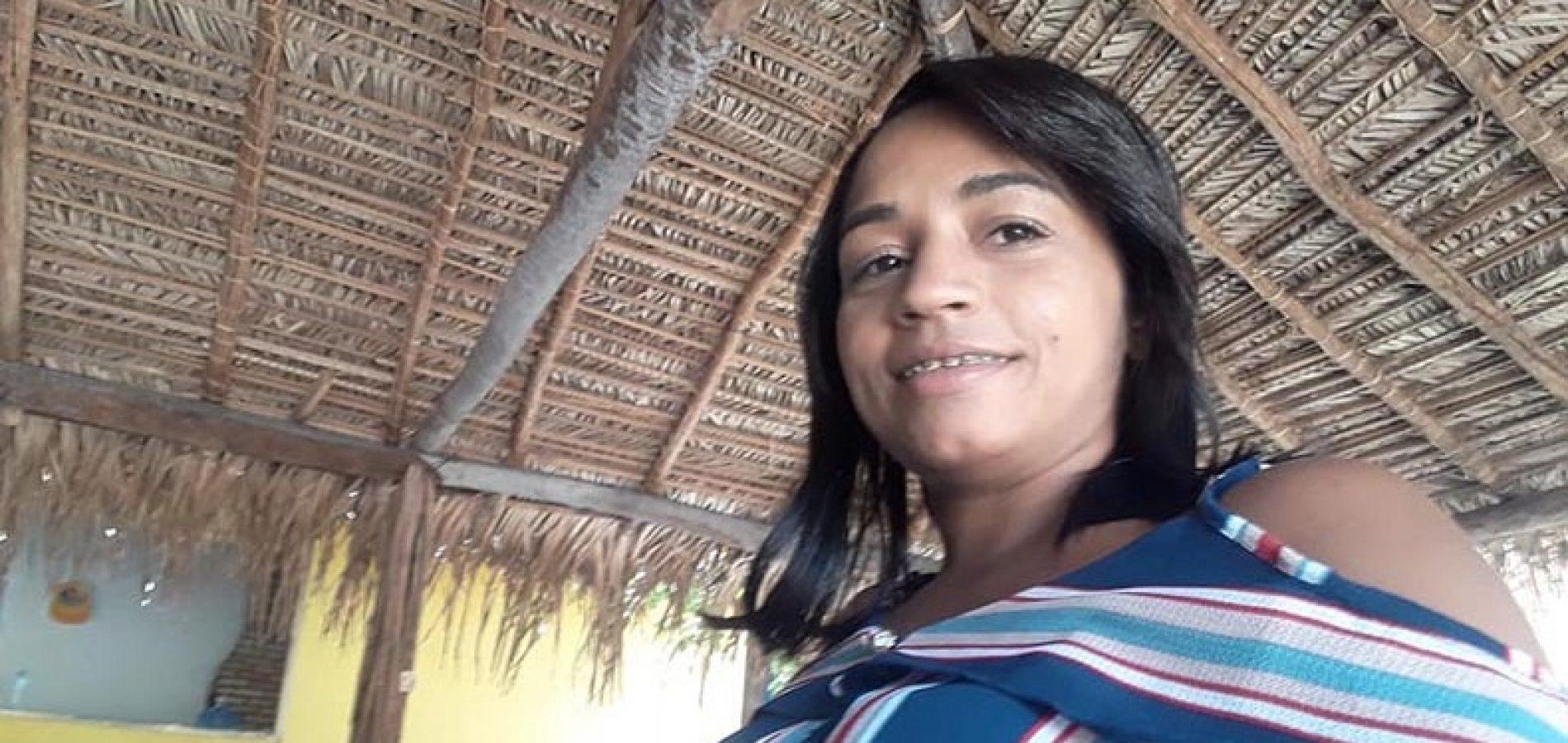 Mulher é assassinada a facadas no interior do Piauí; suspeito enterra roupa e arma