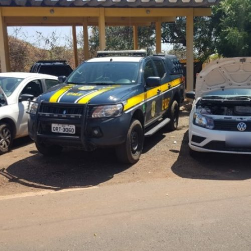 PRF apreende em Picos dois veículos clonados que haviam sido roubados no estado de Pernambuco