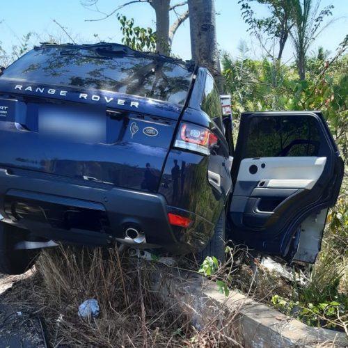 Homem morre e três pessoas ficam feridas em colisão entre carro e caminhão na BR-343