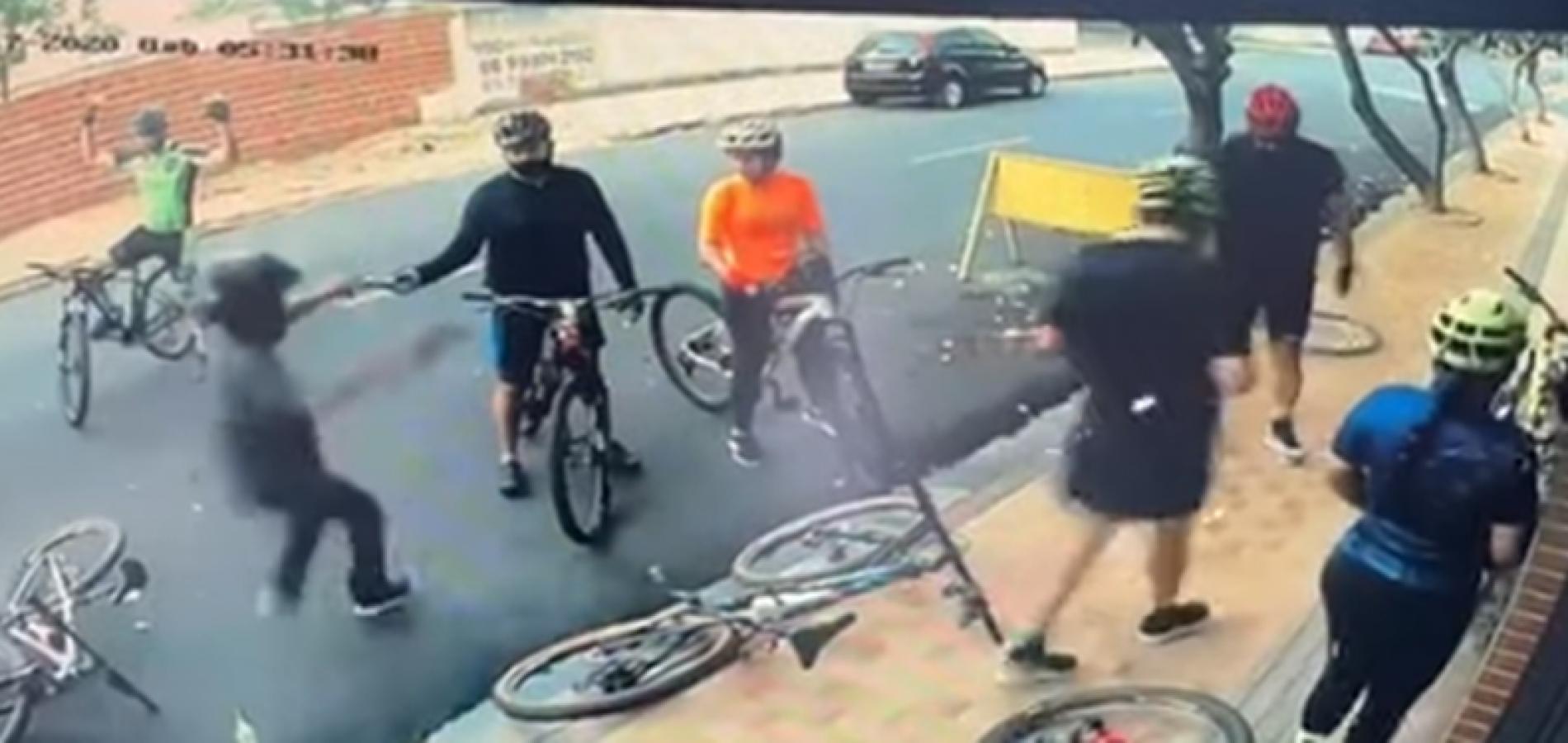 Vídeo: ciclistas são vítimas de arrastão em frente a condomínio em Teresina