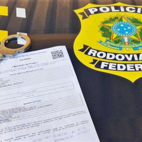 Homem foragido da Justiça é preso pela PRF na BR-316