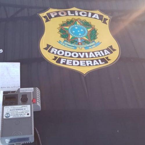 Motorista alcoolizado é preso após fugir de barreira e bater em outros carros em Valença do Piauí