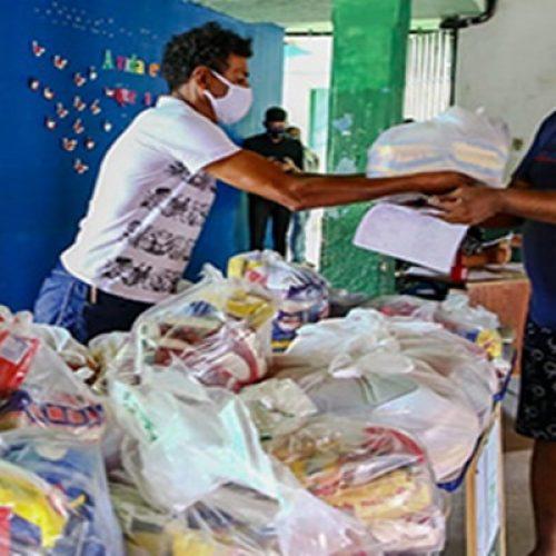 Alunos da rede estadual do Piauí recebem kits alimentares nas escolas