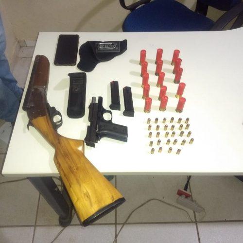 PM encontra armas e munições em carro no interior Geminiano durante operação das eleições