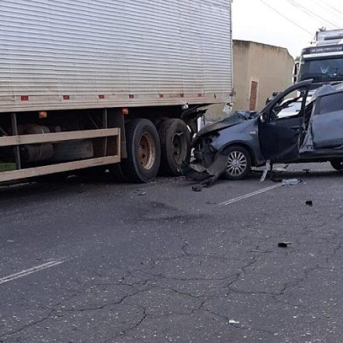 Motorista perde o controle e colide em carreta estacionada em município do Piauí