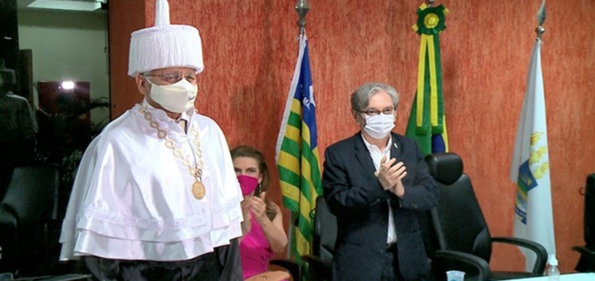 Gildásio Guedes toma posse como reitor da UFPI após ser nomeado por Bolsonaro