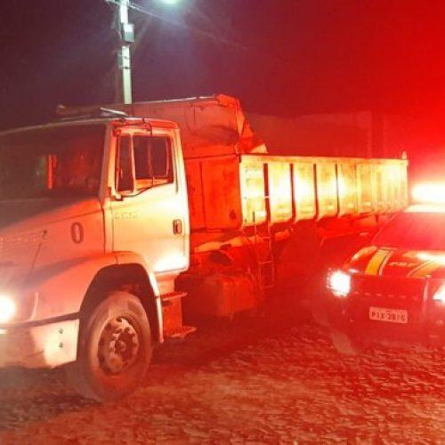 PRF recupera na BR-343 caminhão que havia sido tomado de assalto em cidade do Piauí