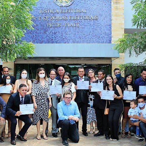 Candidatos eleitos de Francisco Santos são diplomados pela Justiça Eleitoral; veja fotos