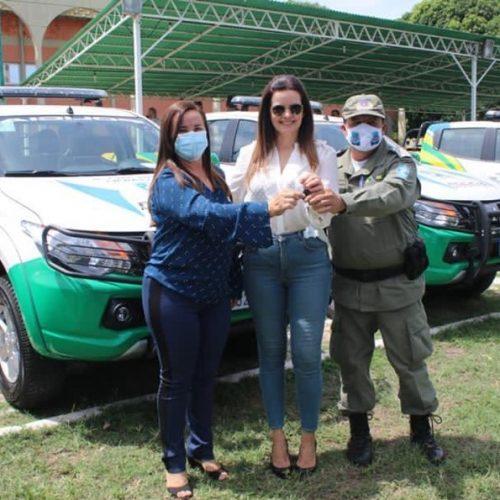 Prefeita Maria José recebe viatura para reforçar policiamento em Santana do Piauí