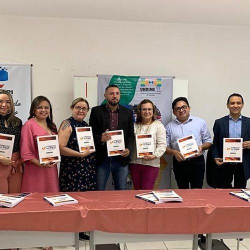"""Em Teresina, secretária de Educação de Fronteiras participa de lançamento do """"Currículo do Piauí"""""""