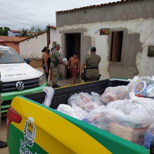4º Batalhão da Polícia Militar de Picos entrega cestas básicas na Campanha Natal Solidário