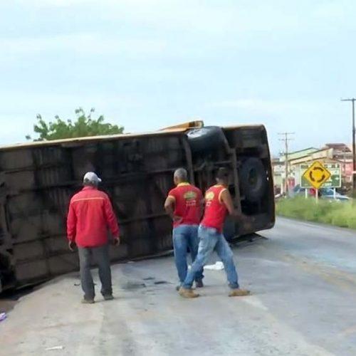 Cinco pessoas morrem e 20 ficam feridas em acidente na Bahia com ônibus que saiu de Valença do Piauí