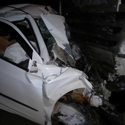 Representante comercial morre após colisão frontal de carro de passeio e carreta entre Inhuma e Valença